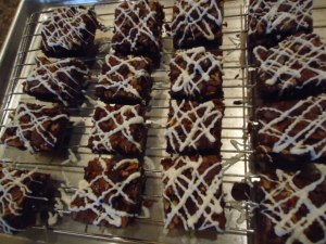 Cut the Brownies before drizzling with the Candy Melts®